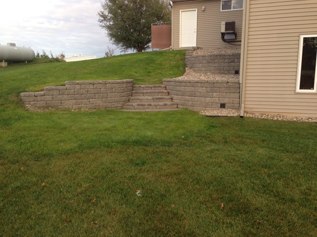 landscaped back yard and retaining wall