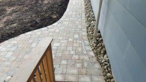 sidewalk-by-house-pavers
